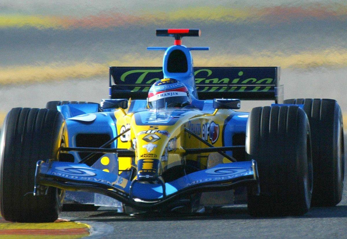 Fernando Alonso (Renault) lors d'essais à Cheste, le 2 février 2005