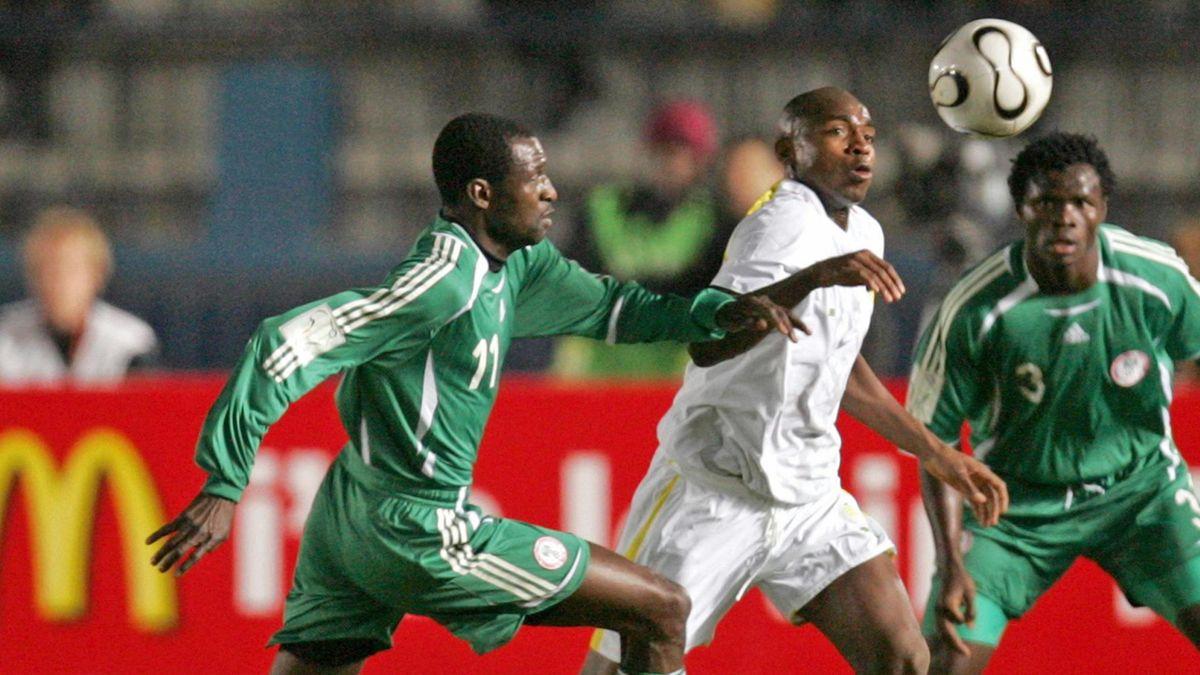 FOOTBALL 2006 Egypt 2006 Nigeria-Senegal Lawal Taiwo Camara