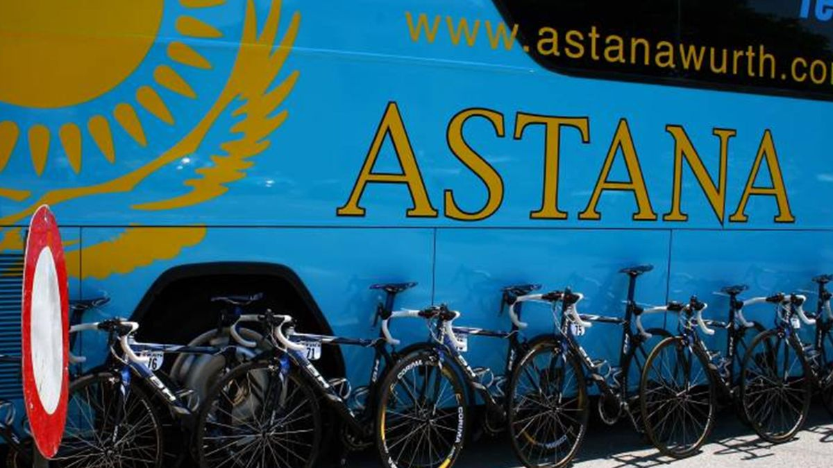 CYCLING 2006 Astana bus