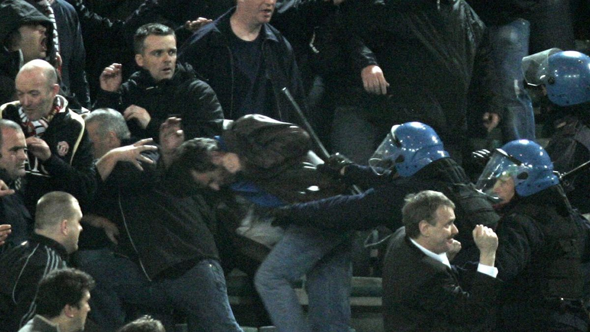 FOOTBALL 2006-2007 Champions League Manchester United v Roma fans clash police riot violence