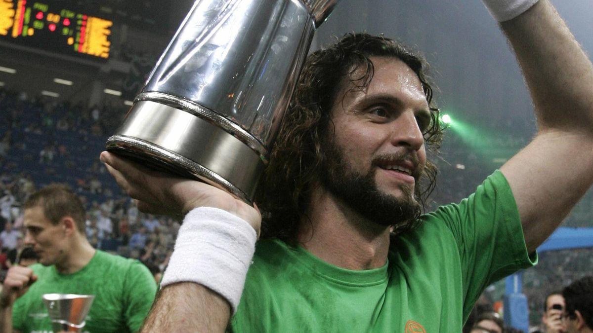 BASKETBALL Panathinaikos' captain Alvertis raises the trophy of the 2007 Euroleague basketball final four in Athens