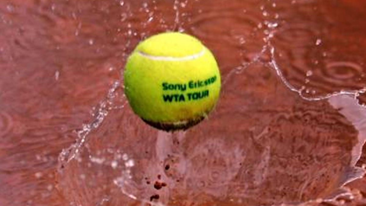 TENNIS 2007 WTA clay rain ball generic