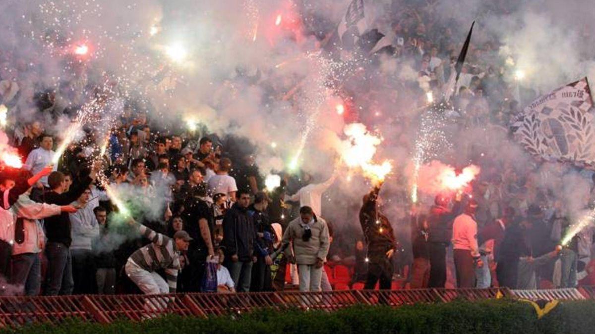 FOOTBALL/partizan fans