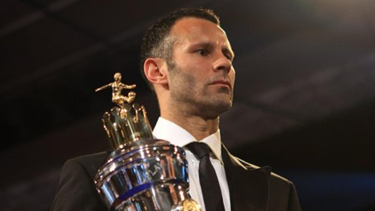 FOOTBALL 2008-09 Premier League Manchester United midfielder Ryan Giggs receives PFA Player of the Year award