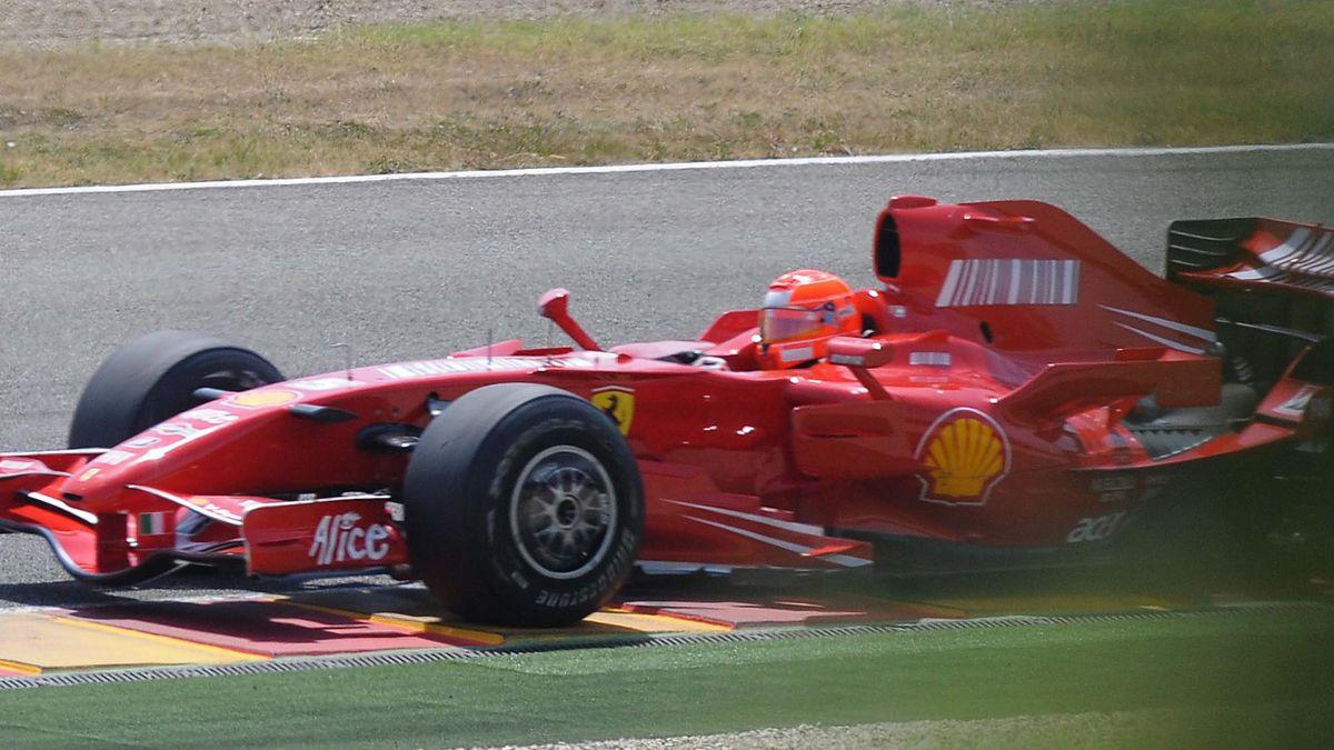 FORMULA 1 2009 2009 Testing Ferrari Schumacher