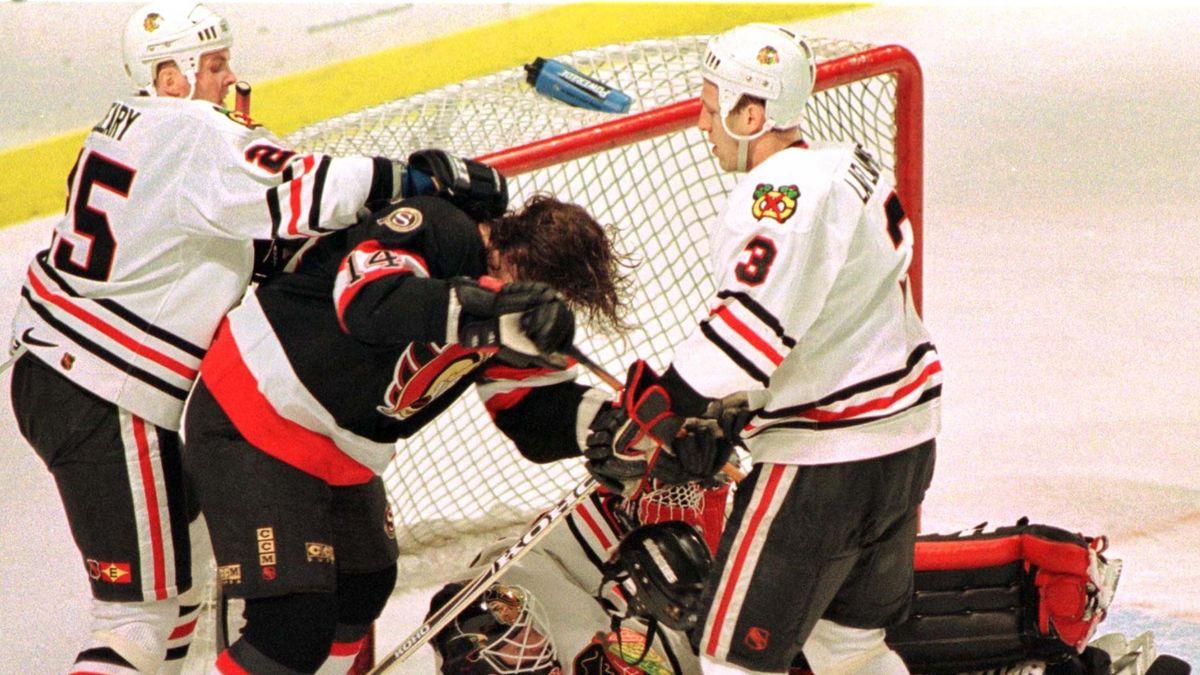 ICE HOCKEY NHL Generic fight scene after a headshot