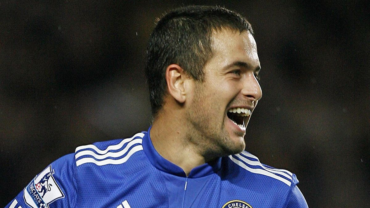 FOOTBALL Joe Cole, playing for Chelsea, who has joined Liverpool on a free transfer