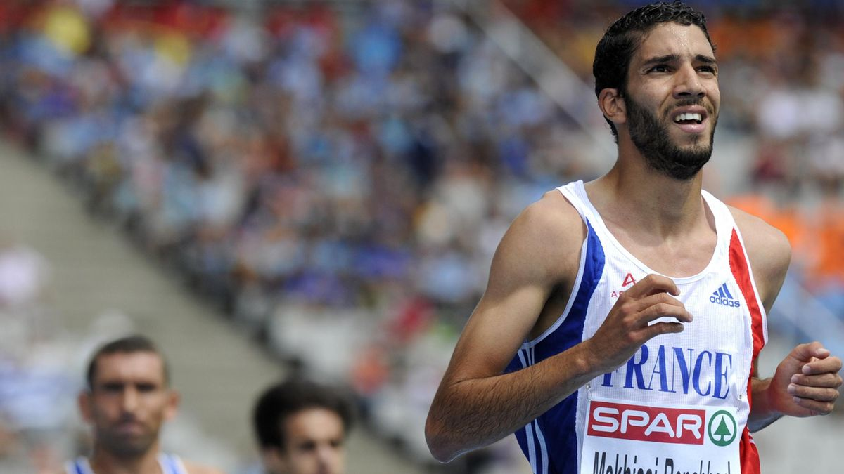 France's Mahiedine Mekhissi-Benabbad looks at the scoreboard after winning heat 2 during the first round of the men's 3000m steeplechase at the 2010 European Athletics Championships at the Olympic Stadium in Barcelona