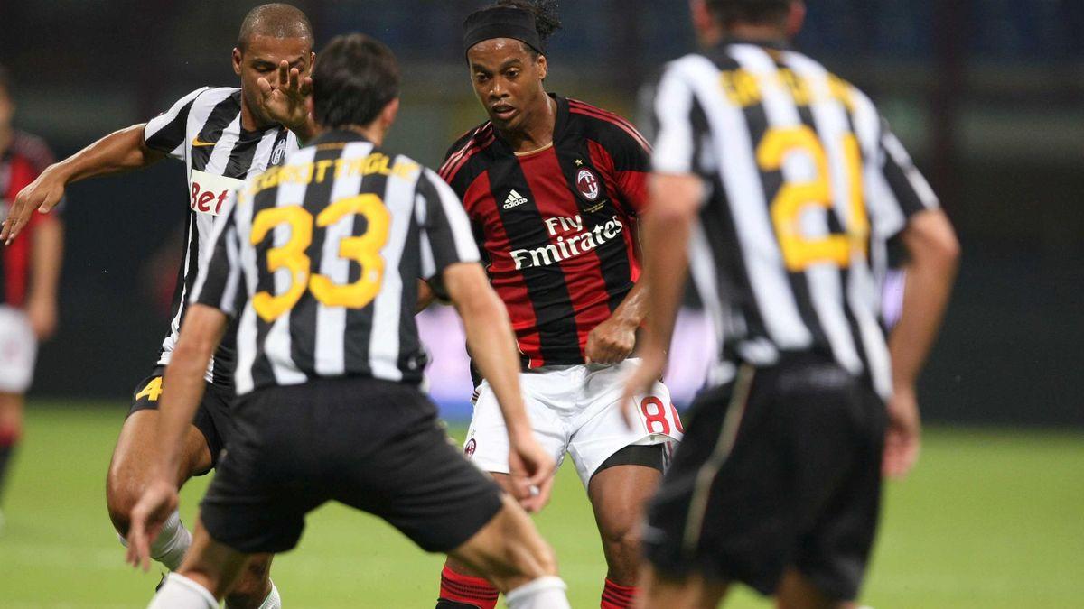 Ronaldinho a evoluat la Milan între 2008 şi 2011