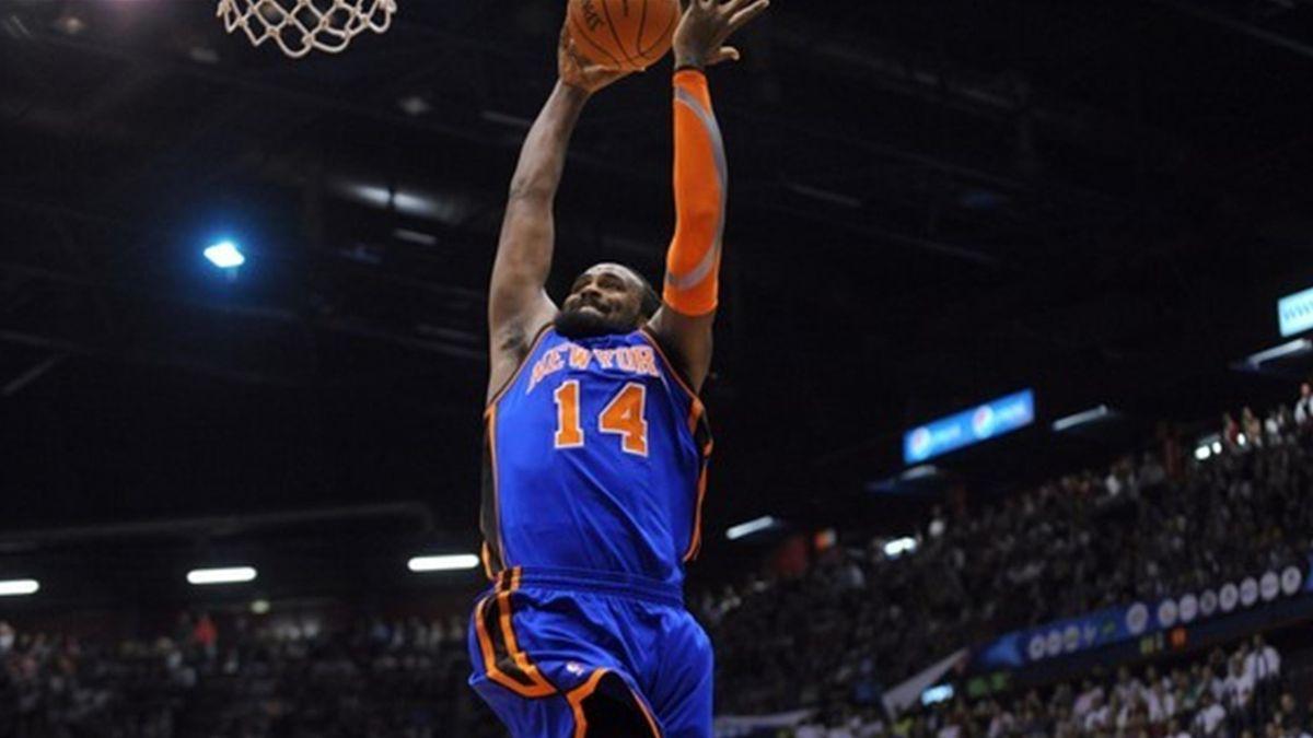 BASKETBALL 2010 New York Knicks Ronny Turiaf