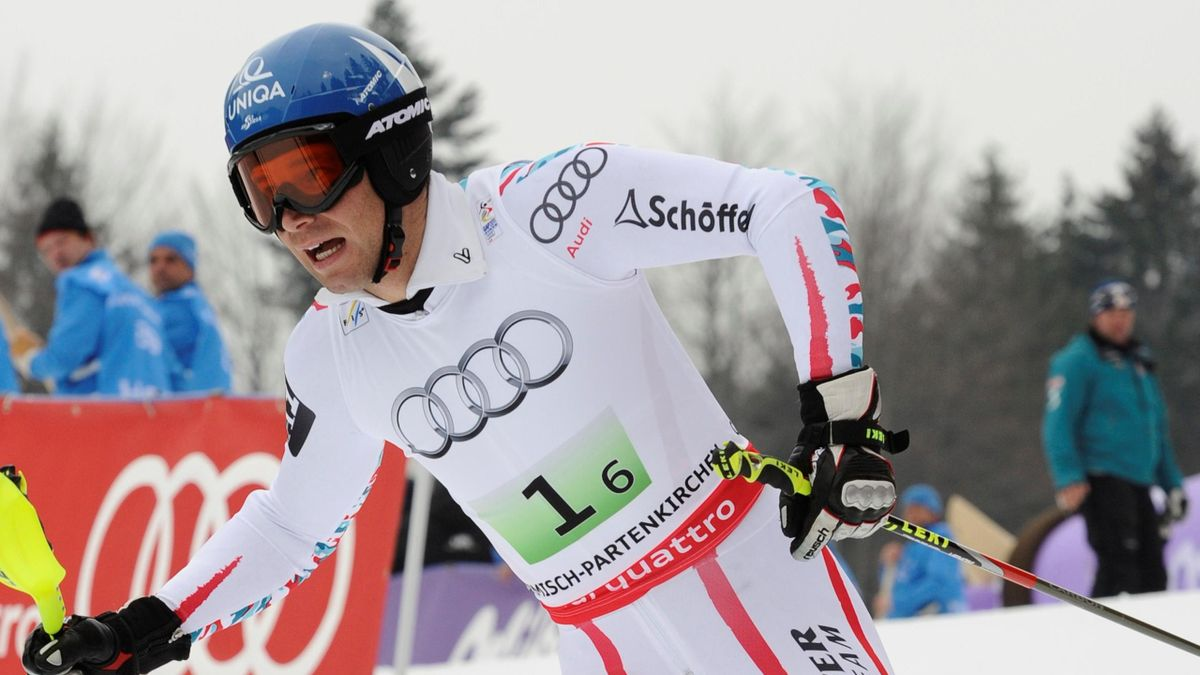 Austria's Benjamin Raich  walks after crashing