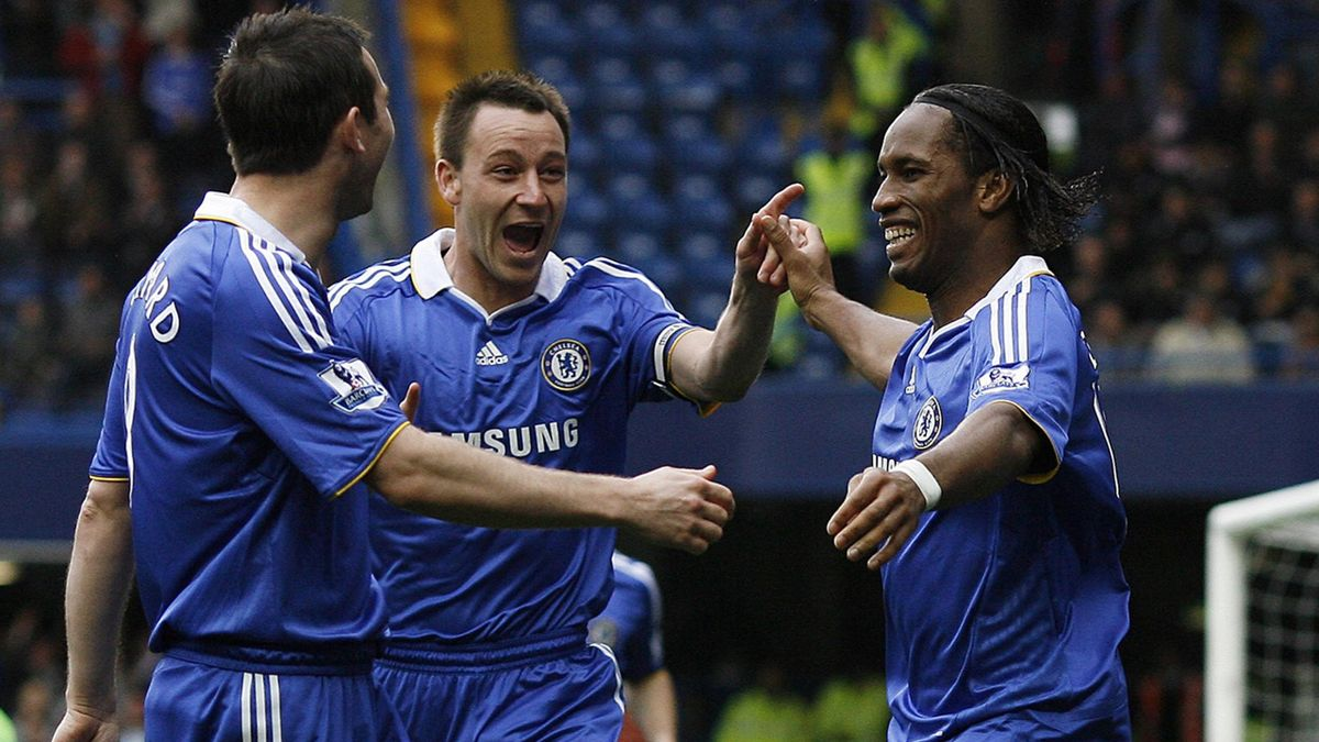 Chelsea's Ivory Coast striker Didier Drogba (R) celebrates scoring a goal with English defender John Terry (C) and English midfielder Frank Lampard (L)