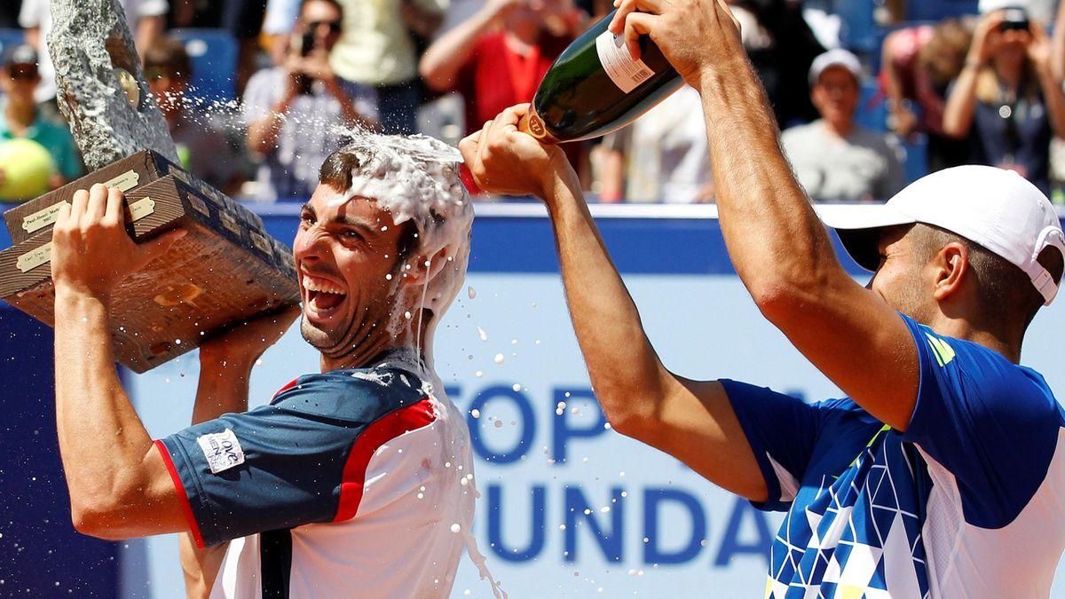 2011 Swiss Open Fernando Verdasco pours champagne over winner Marcel Granollers