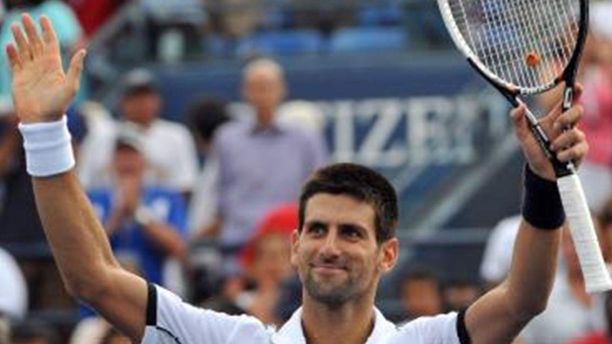 Novak Djokovic steht nach seinem Sieg gegen Alexander Dolgopolow im Viertelfinale der US Open.