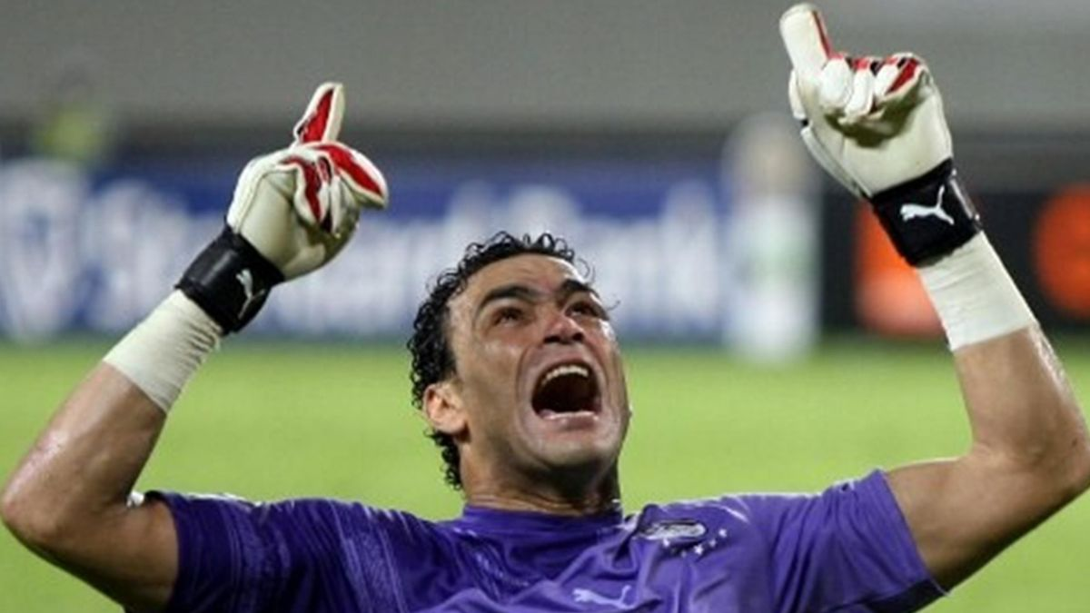 Essam El-Hadary screams as he celebrate his team's victory over Algeria
