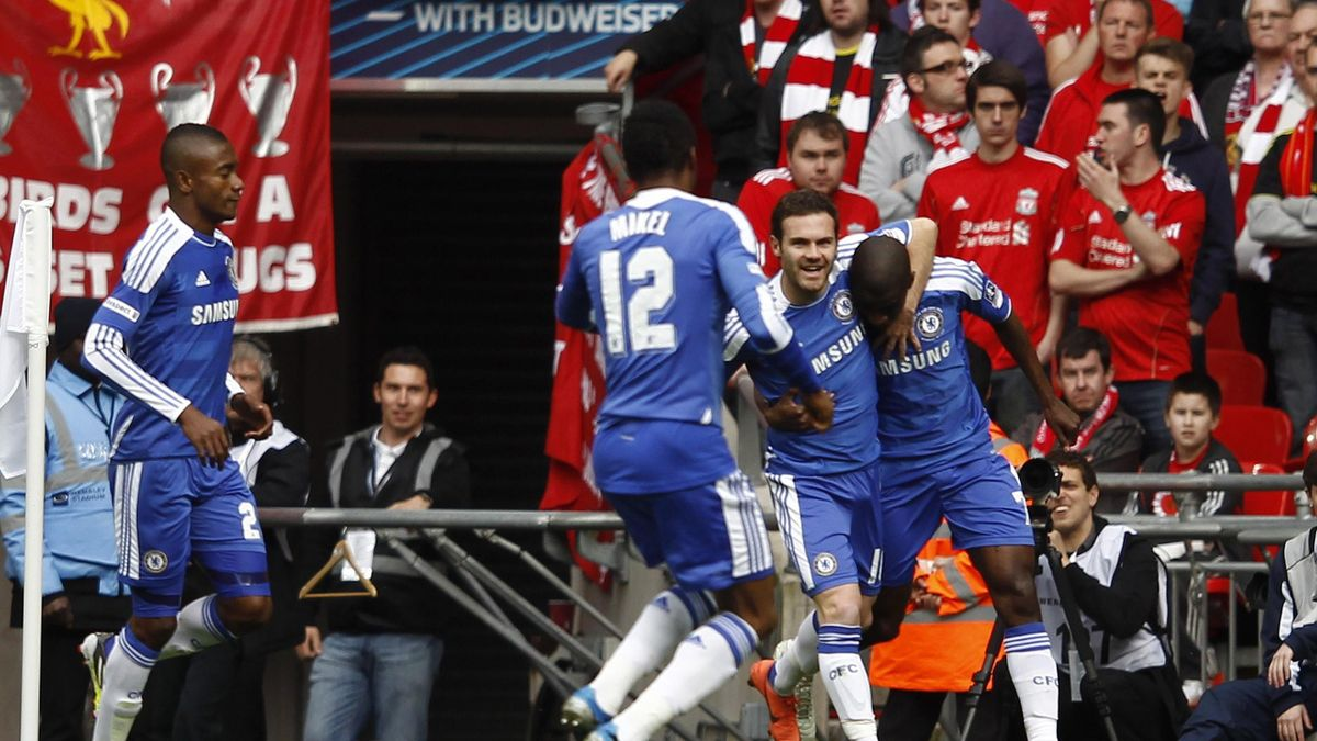 Chelsea's Ramires (R) celebrates scoring against Liverpool with team mates during their FA Cup final soccer match at Wembley Stadium in London May 5, 2012