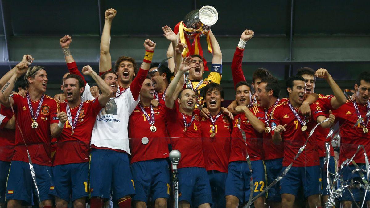 Iker Casillas lifts the Euro 2012 trophy (Reuters)
