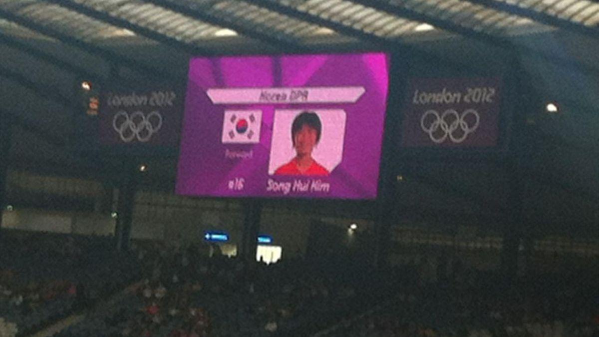 Vista del videomarcador de Hampden Park en el partido de Corea del Norte