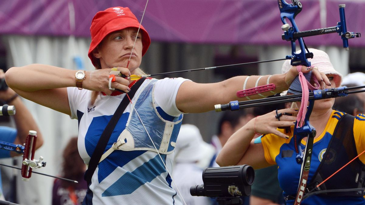 Alison Williamson of Great Britain prepares to shoot the arrow at Lord's Cricket Ground