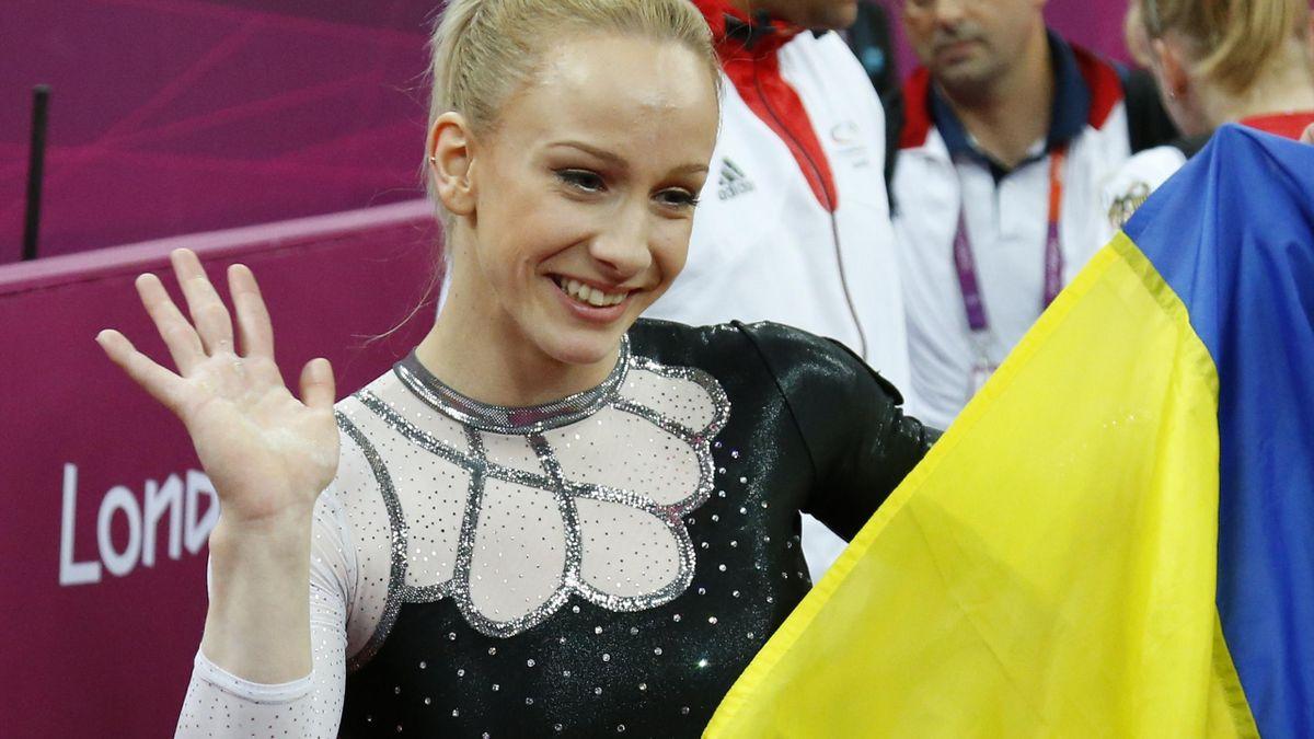 Romania's Sandra Izbasa celebrates winning Olympic vault gold