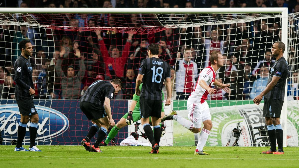 Ajax' Siem de Jong (R) cheers after scoring for Ajax during the Champions League Group D match against Manchester City (AFP)