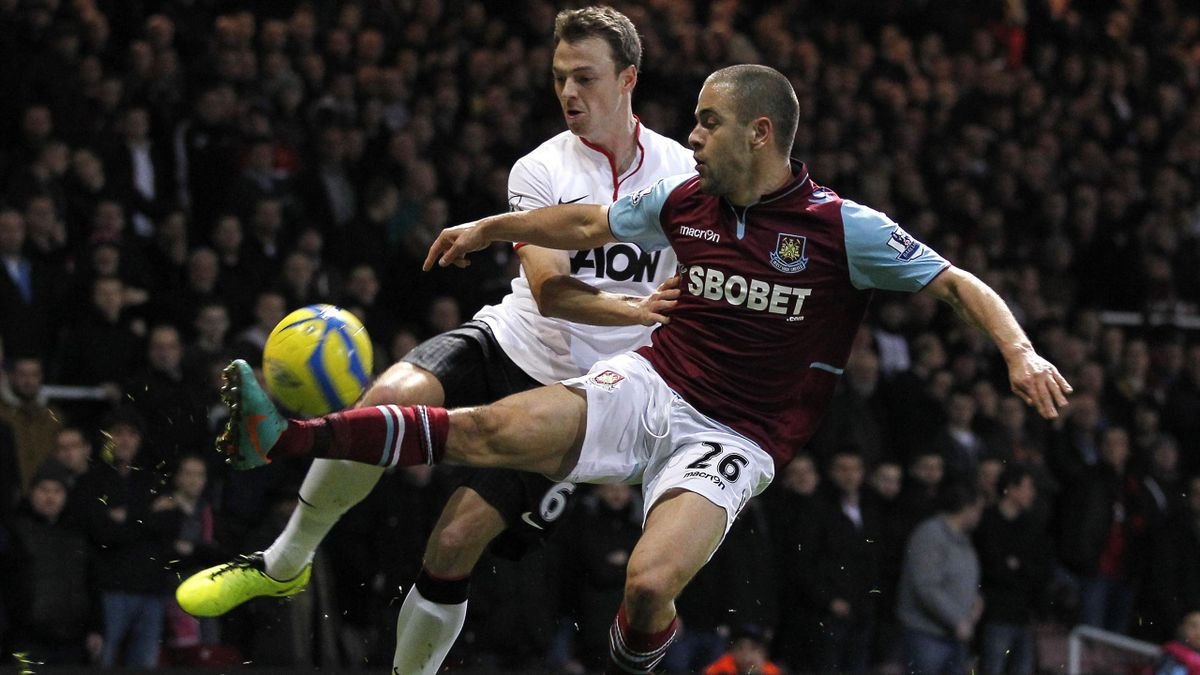 Manchester United's Northern Irish defender Jonny Evans (L) vies with West Ham United's English midfielder Joe Cole (R) during the English FA Cup third round football match between West Ham United and Manchester United