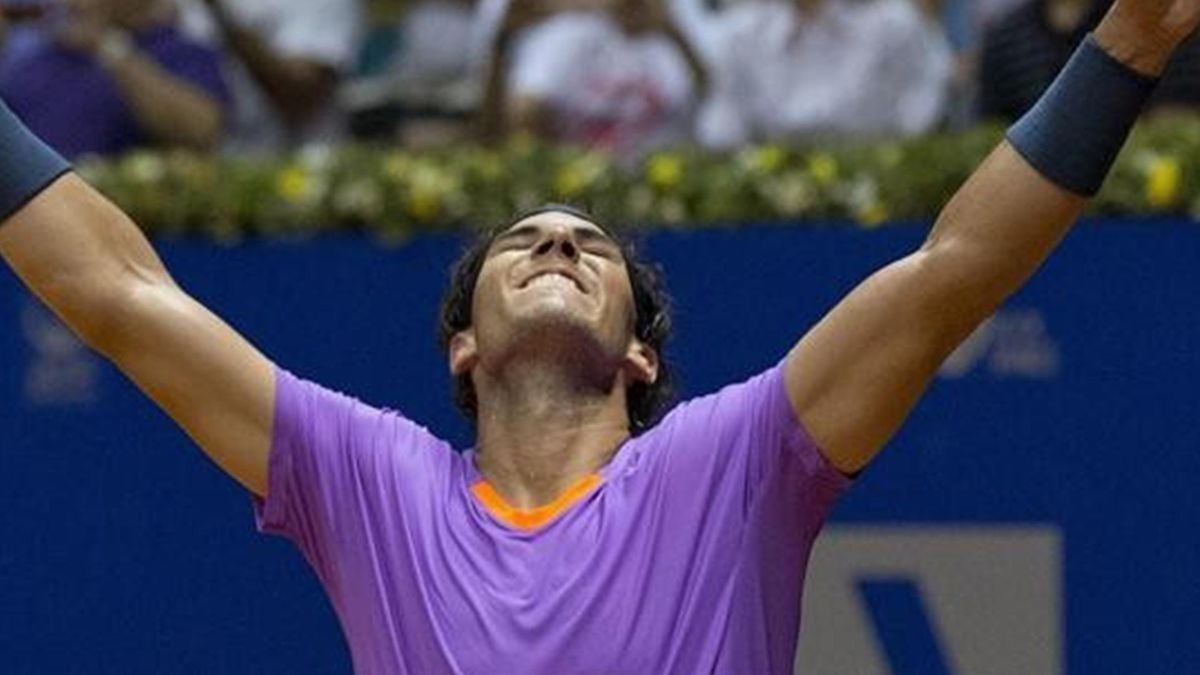 Rafa Nadal levanta los brazos tras conquista el torneo de Sao Paulo ante David Nalbandian