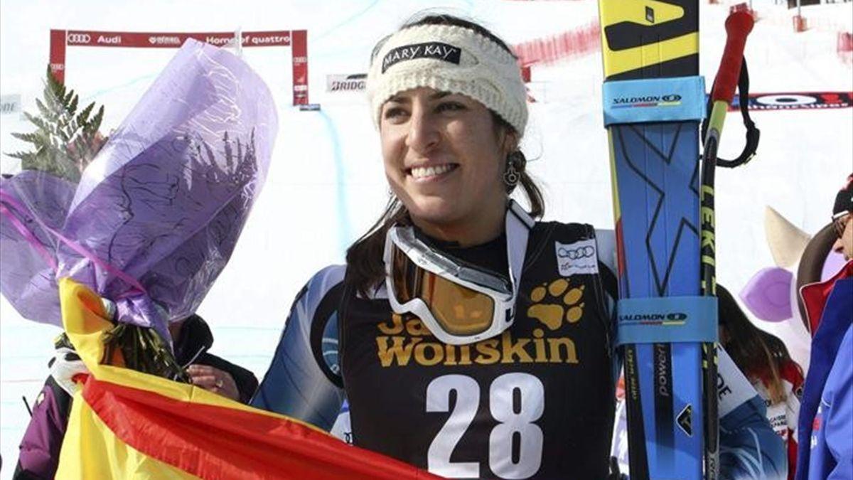 Carolina Ruiz celebra su triunfo en Meribel