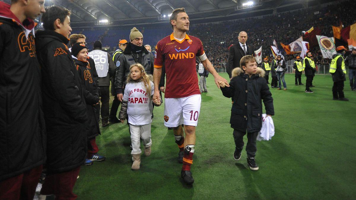 """Francesco Totti - """"Sei forte papà"""" - Roma vs Genoa - Serie A 2012/2013 (AP/LaPresse)"""