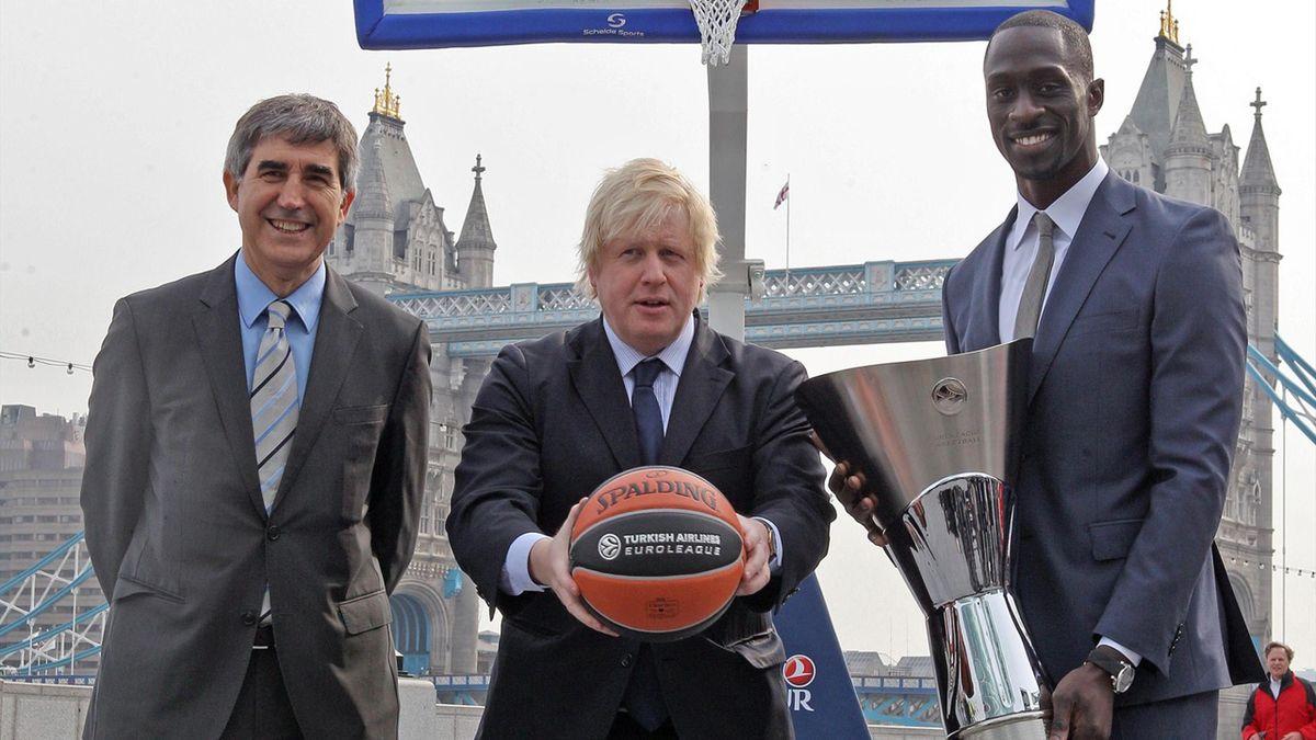 Euroleague CEO, Jordi Bertomeu, Mayor of London, Boris Johnson and Great Britain Basketball Player Pops Mensah-Bonsu (Euroleague)