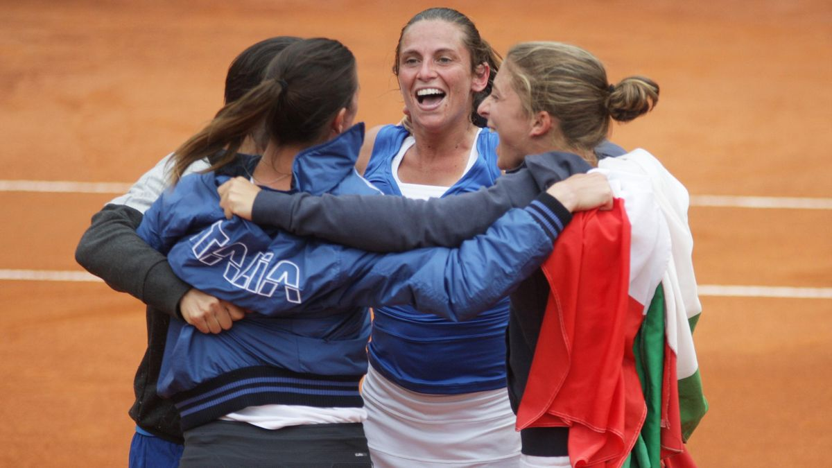 Roberta Vinci of Italy jubilates with teammates after defeated Lucie Safarova of Czech Republic during the 2013 World Group semifinal Fed Cup tennis match  (AFP)
