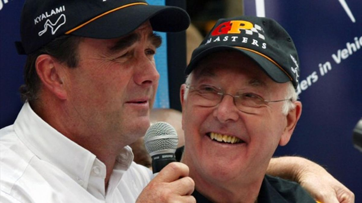 Formula One commentator Murray Walker with Nigel Mansell (L) in 2005 (Reuters)
