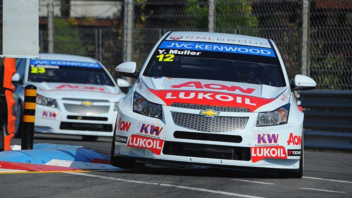 Yvan Muller, con su Chevrolet, en el circuito de Oporto