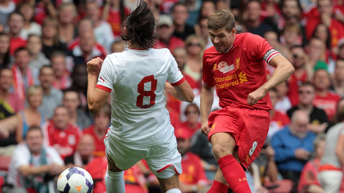 Liverpool captain Steven Gerrard (R) vies with Olympiakos's Serbian midfielder Ljubomir Fejsa (AFP)