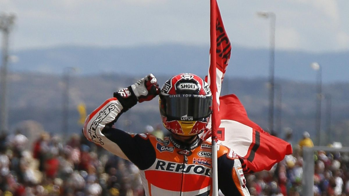Honda MotoGP rider Marc Marquez celebrates after winning the Aragon Motorcycling Grand Prix at the Motorland race track in Alcaniz September 29, 2013 (Reuters)