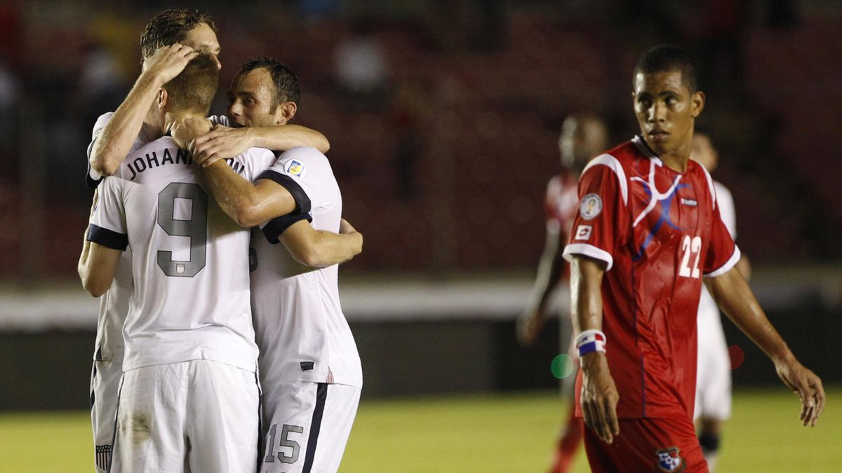 Aron Johannsson (2nd L) of the U.S. celebrates with his team mates after scoring a goal as Panama's Jairo Jimenez look on (Reuters)