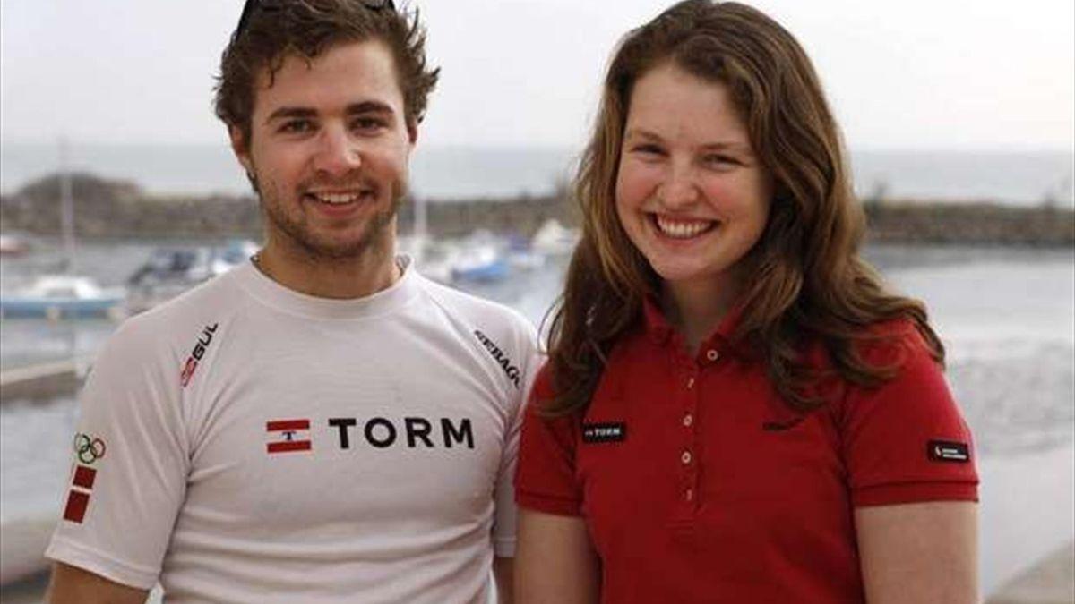 Annette Viborg y Martin Hjortlund antes de la disputa de la Nacra17