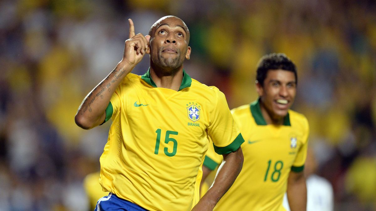 Maicon scores for Brazil in their friendly against Honduras (Reuters)