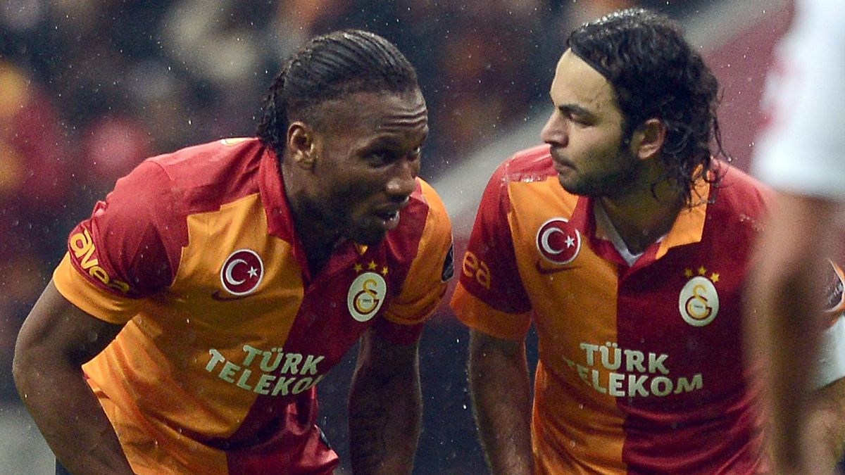 Galatasaray oyuncuları Didier Drogba ve Selçuk İnan