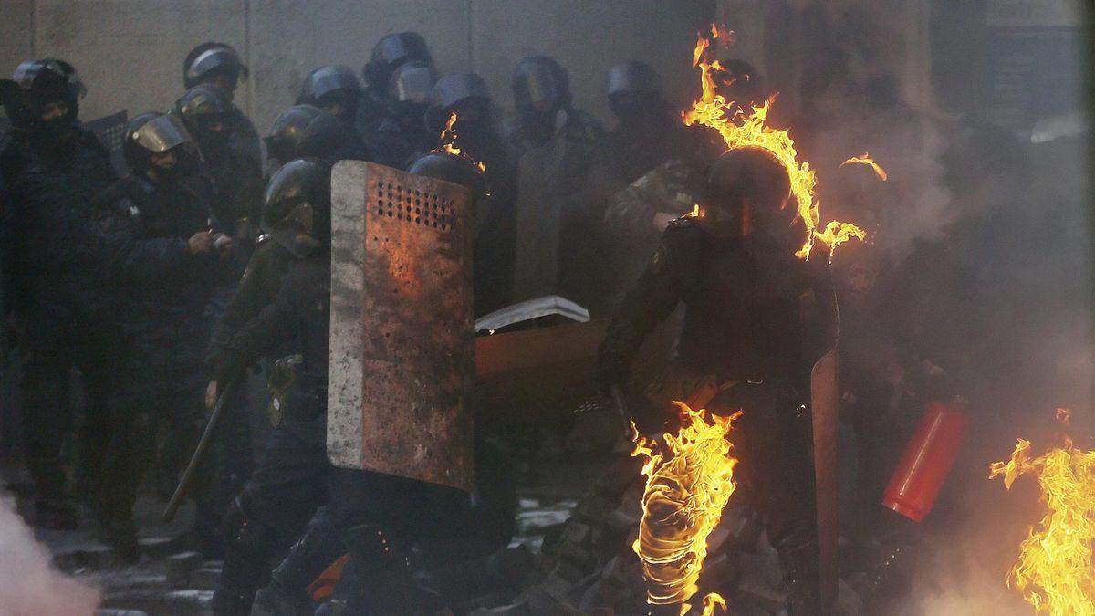 Un grupo de policías durante los disturbios en Kiev