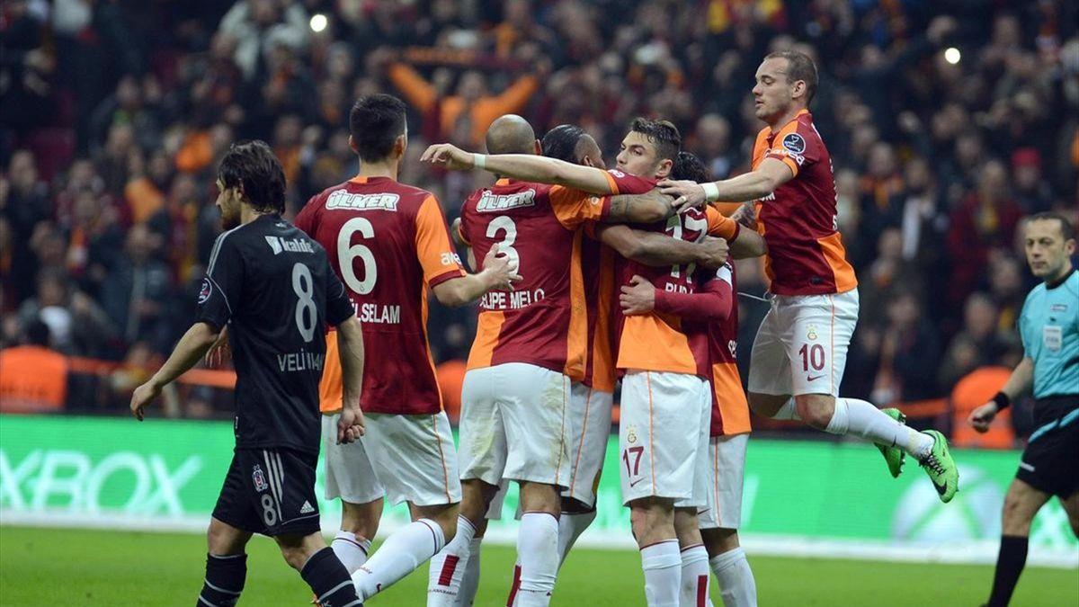 Ceyhun, Felipe Melo, Burak Yılmaz & Wesley Sneijder - Galatasaray gol sevinci