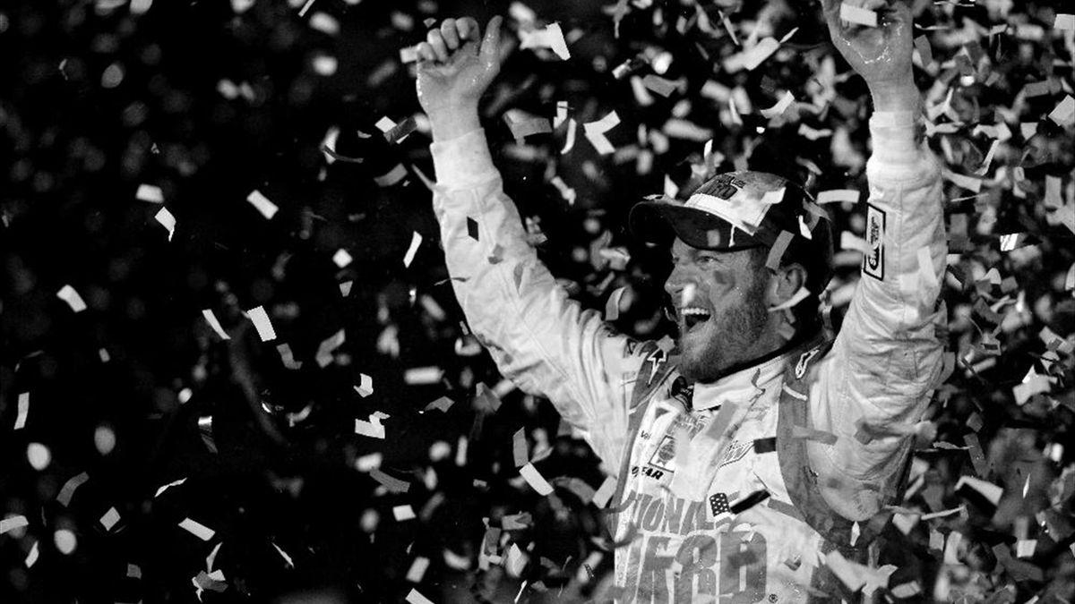 Dale Earnhardt jr. feiert seinen Sieg in Daytona