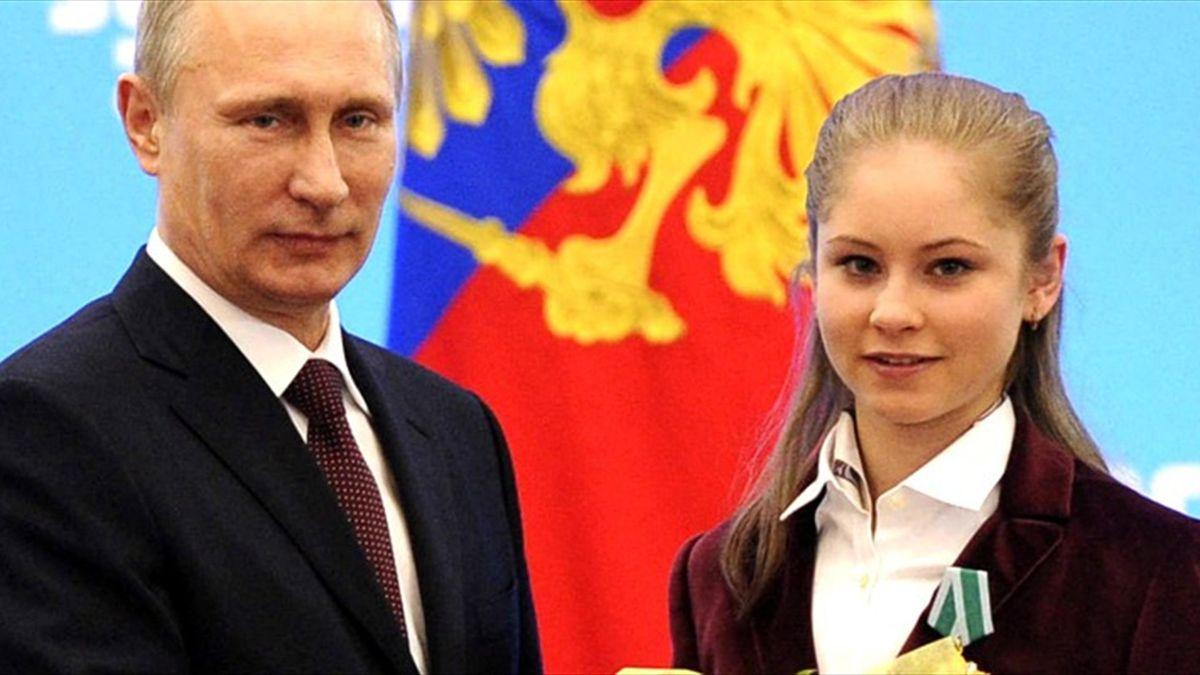 Vladimir Putin and Julia Lipnitskaya (Reuters)