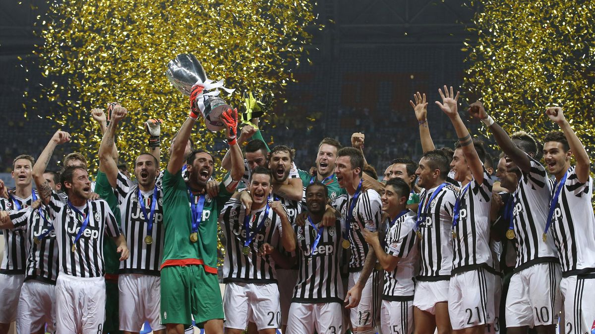 Juventus' players celebrate with the trophy after winning their Italian Super Cup match against Lazio in Shanghai, August 8, 2015.