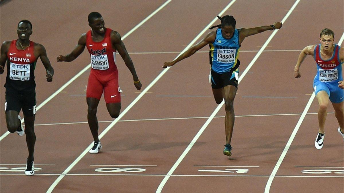 Nicholas Bett (l.) gewann die 400 m Hürden in Peking