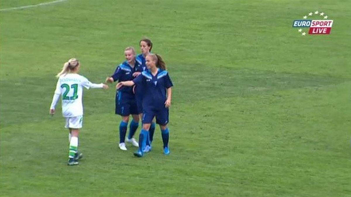 Spartak Subotica Wolfsburg, UEFA CL women, shake hands