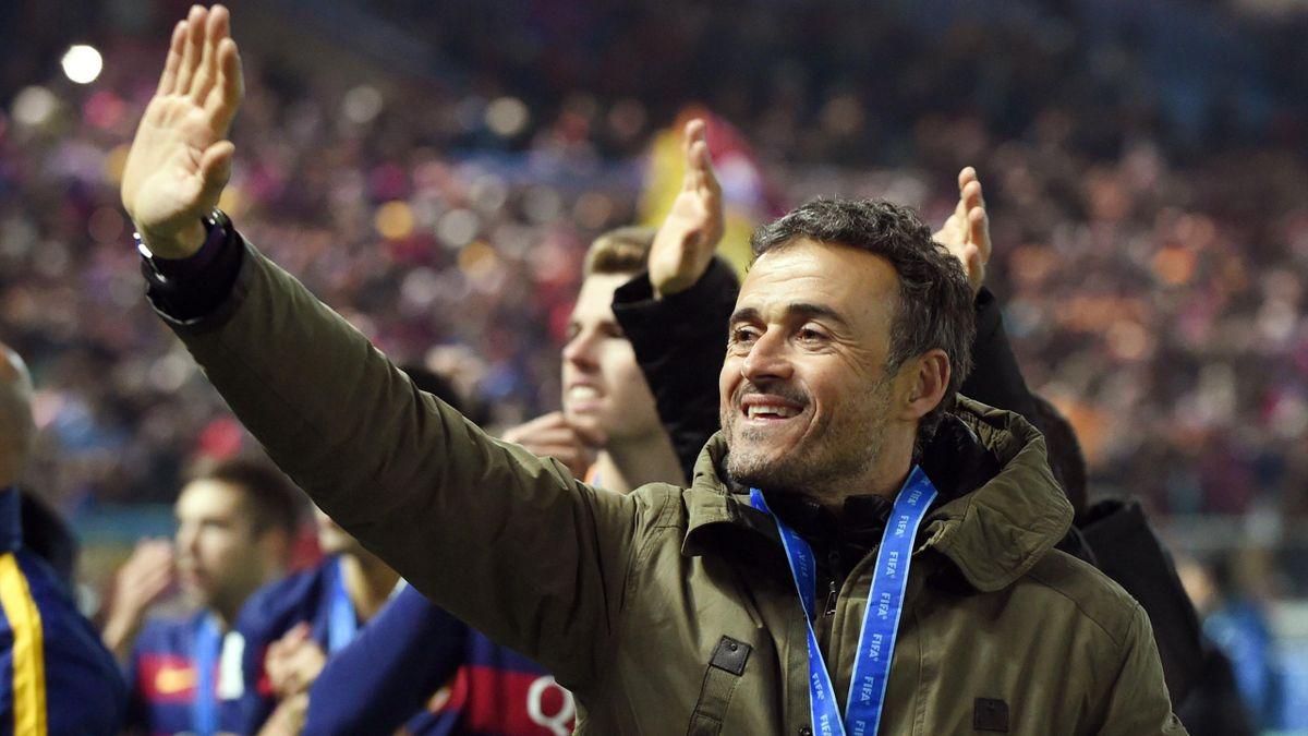 Luis Enrique saluda tras ganar el Mundial de Clubes