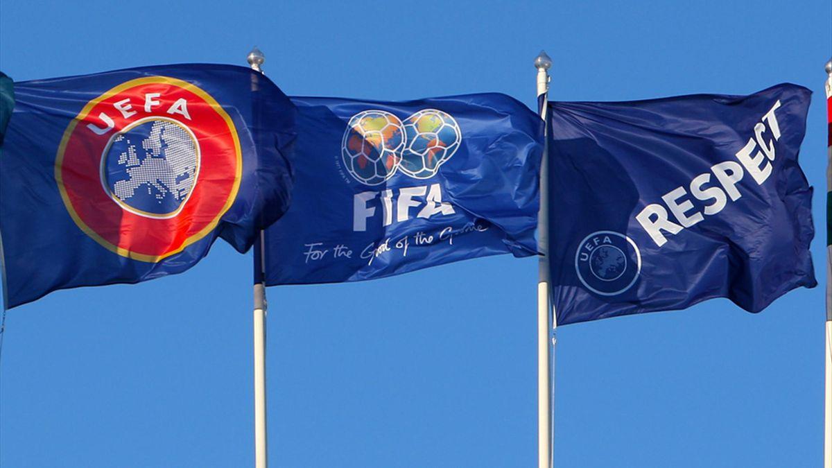 UEFA und FIFA drohen Griechenland