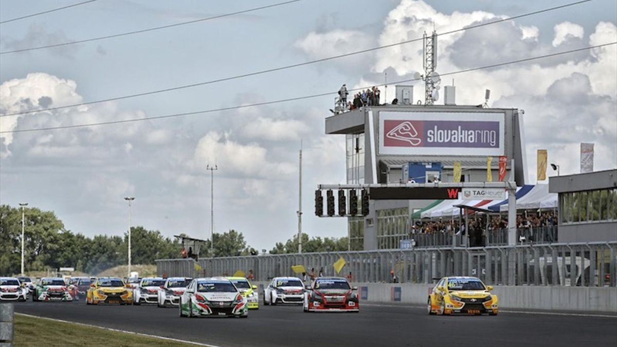 start race 2 during the 2015 FIA WTCC World Touring Car Championship race of Slovakia at Slovakia Ring, from June 19 to 21st 2015. Photo François Flamand / DPPI.