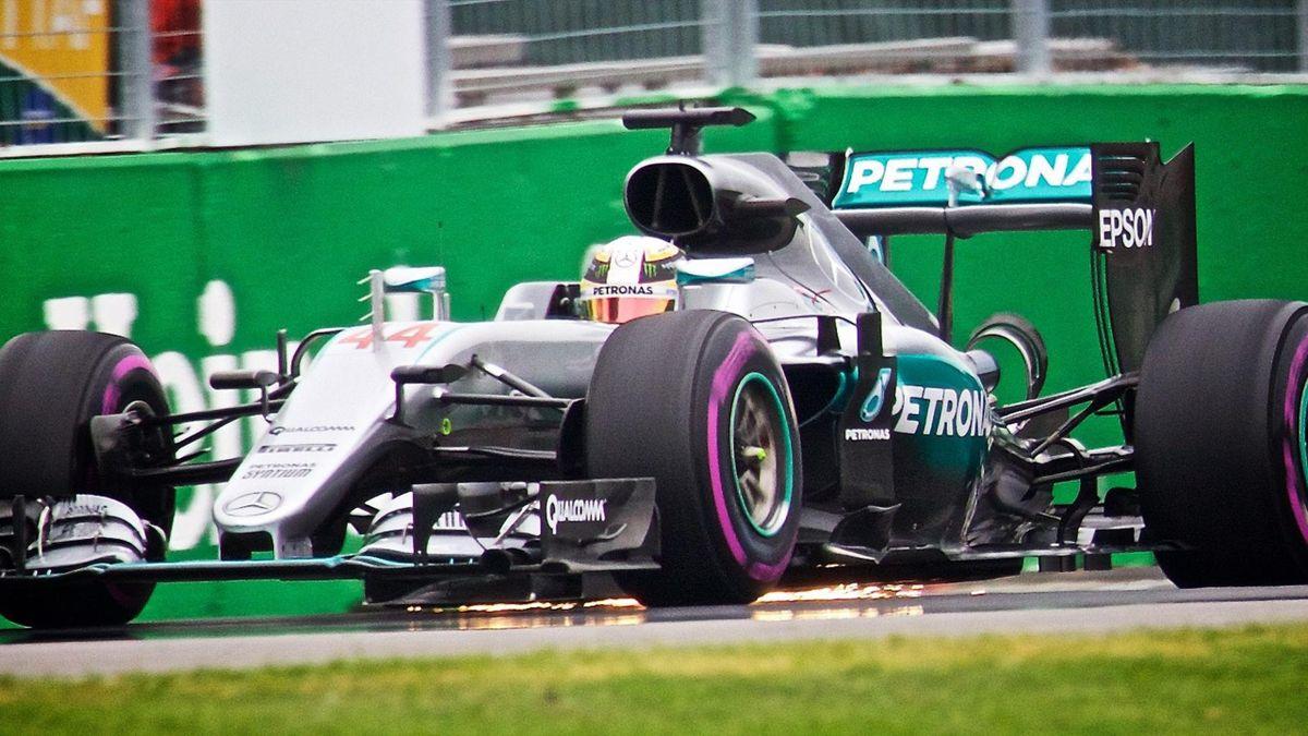 Hamilton logra la pole en Canadá